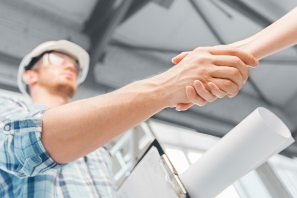 451613627_hiring-a-contractor-e1400698560605